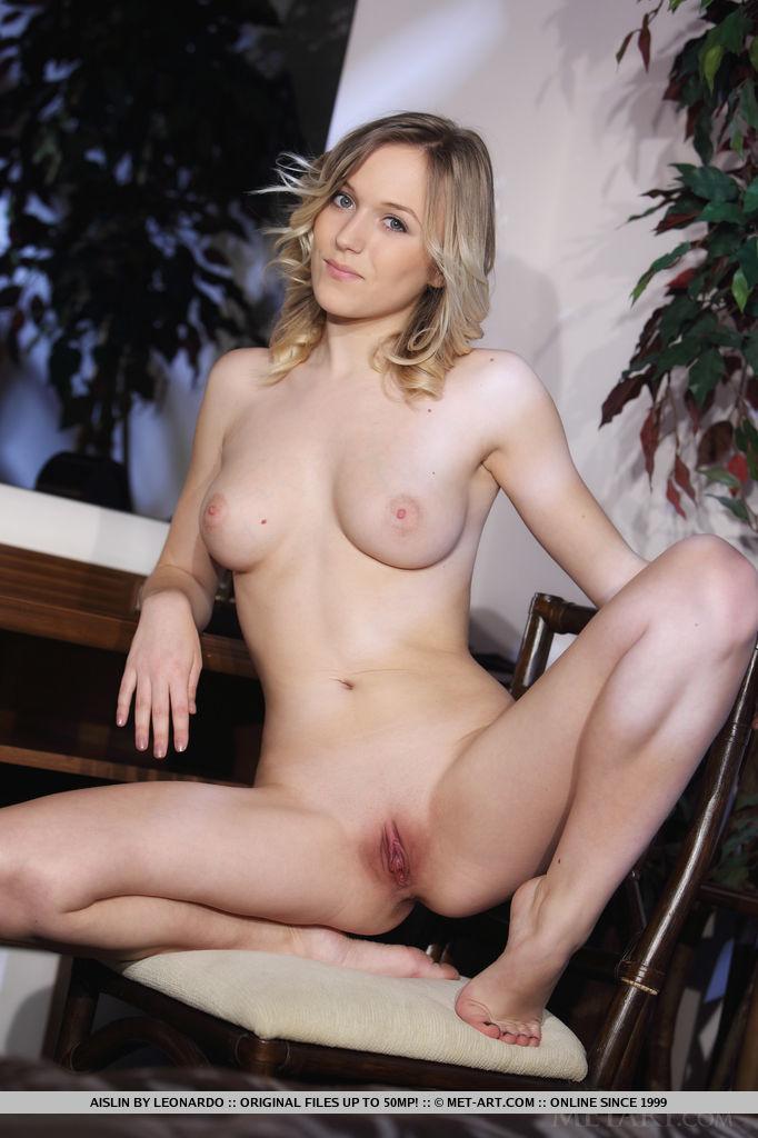 Bigbusty com solo masterbation videos hot chicks big tits